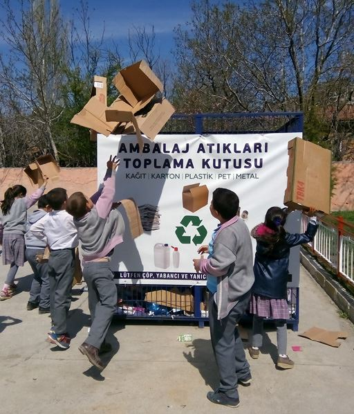 Children collecting paper waste